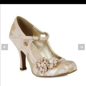 NIB Ruby Shoo 10 Cream Gold Floral Heels